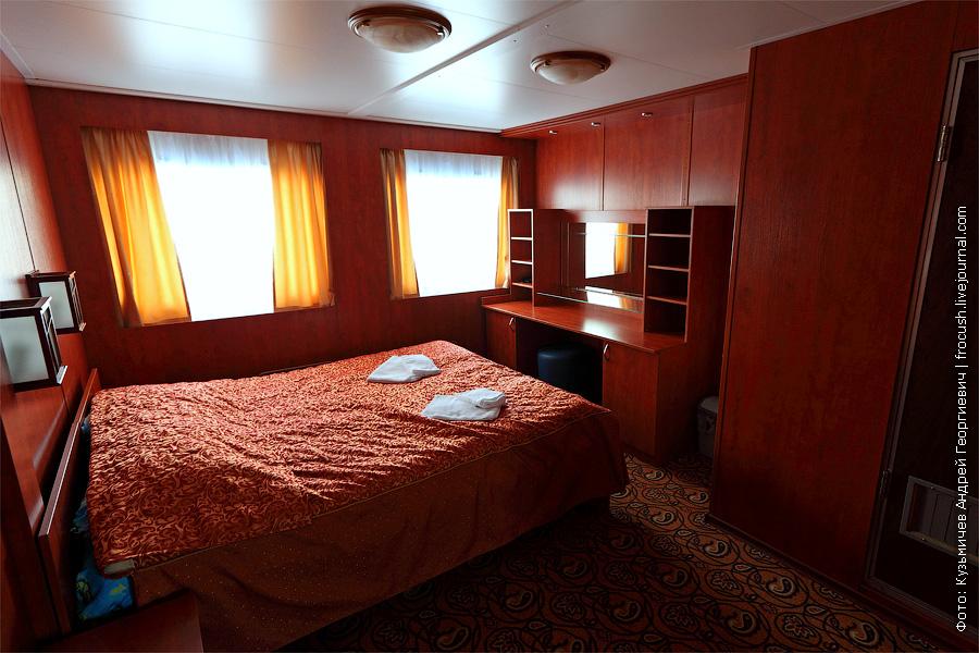 Вторая комната люкса. Спальня. теплоход «Кронштадт»