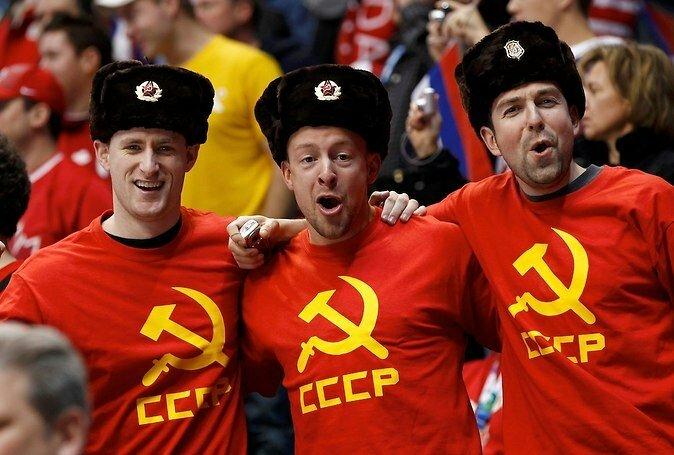 Русские болельщики на Евро-2012 в майках СССР