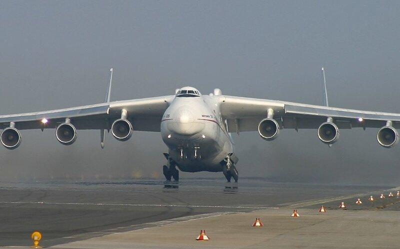 """Самолет Ан-225  """"Мрія """" авиакомпании  """"Авиалинии Антонова """" доставил из Франкфурта (Германия) в Ереван (Армения)..."""