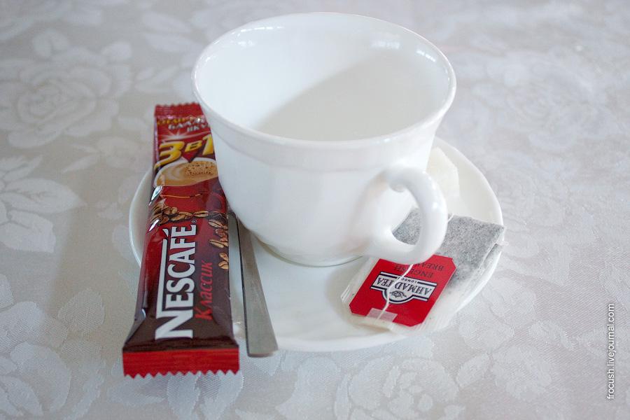 Завтрак 4 июля 2010 года на теплоходе «М.В.Ломоносов». Кофе 3 в 1, чай