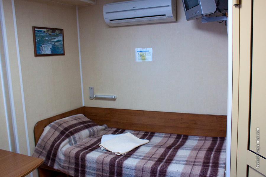 Двухместная каюта со всеми удобствами №327 на средней палубе теплохода «Н.А.Некрасов»