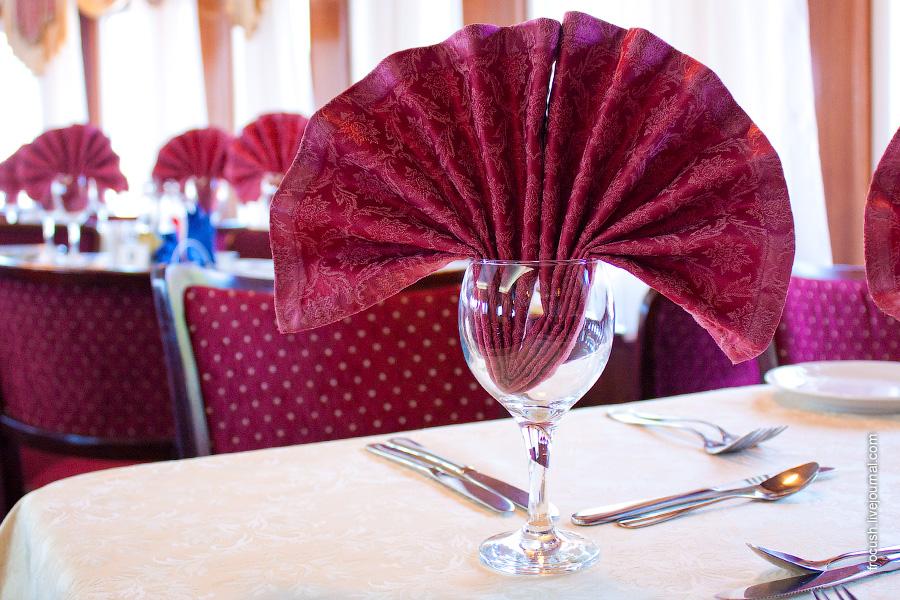 Панорамный ресторан в носовой части шлюпочной палубы теплохода «Н.А.Некрасов»
