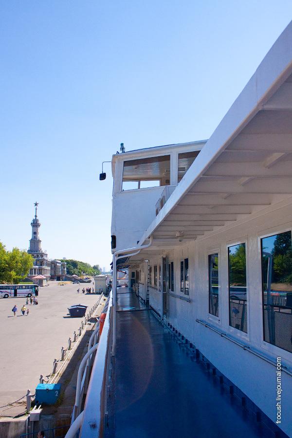 Вид на ходовую рубку со шлюпочной палубы теплохода «Н.А.Некрасов»