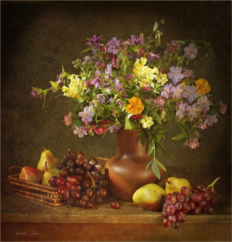 С полевыми цветами и фруктами