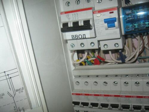 Срочный вызов электрика аварийной службы в мебельный магазин по поводу частичного отключения электроснабжения