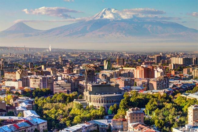 Чем заняться : Как минимум три дня стоит провести всолнечном Ереване, который старше Рима на29лет