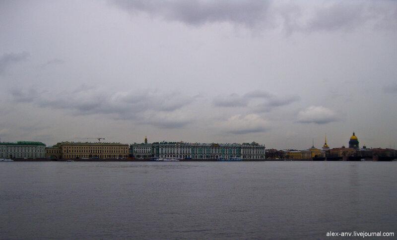 Петропавловская крепость. Дворцовая набережная, здания Эрмитажа и Зимнего дворца.