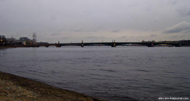 Петропавловская крепость. Троицкий мост через Неву.