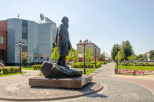 Подольск, бульвар Льва Толстого. Памятник Льву Толстому.