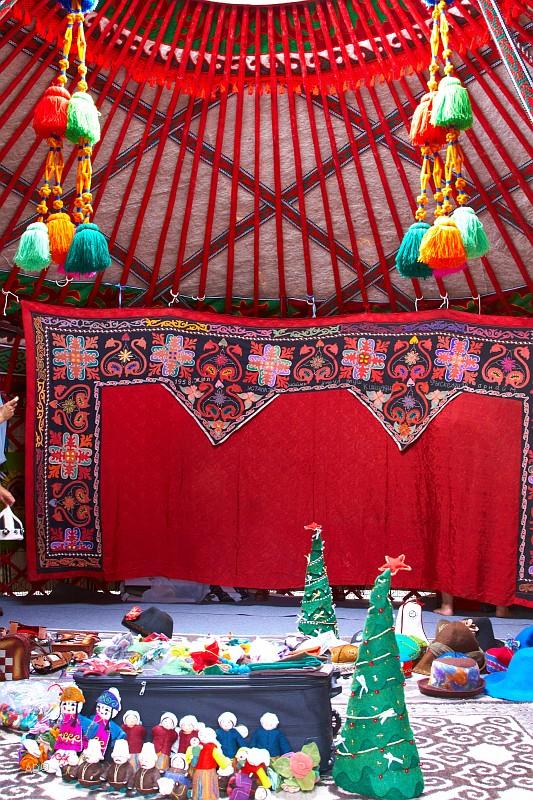 Казахская юрта с богатым внутренним убранством