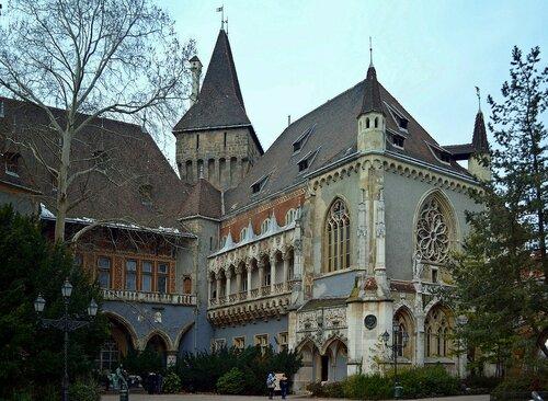 Готика замка Вайдахуняд в Будапеште.