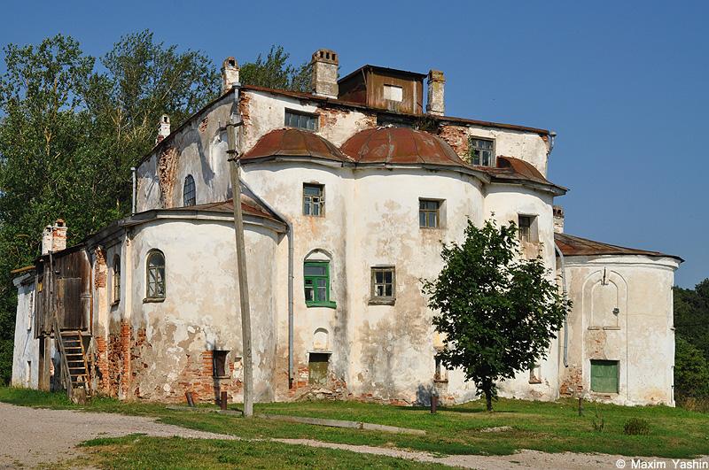 Церковь представляет собой образец боярской архитектуры новгорода и принадлежит к группе самых больших и сложных по декоративному убранству фасадов и подчеркнуто монументальным[9].