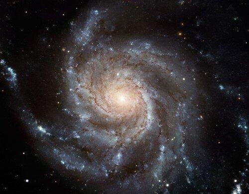 вращающаяся галактика представляет собой свастику