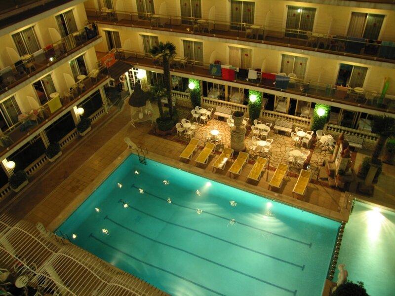 Коста Брава, Sorra D'or, внутренний двор и бассейн