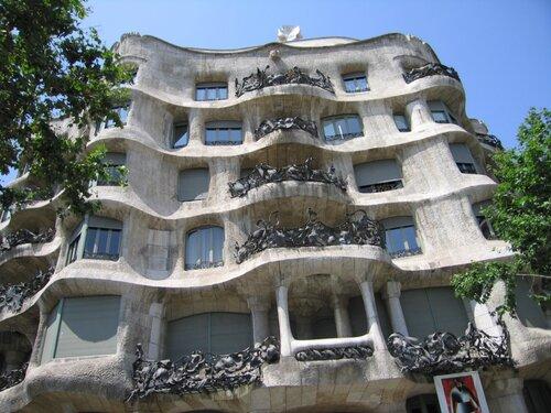Барселона, Дом Мила, Гауди
