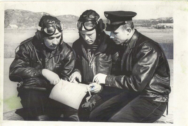 1958 г, лётчик-истребитель Гагарин с товарищами