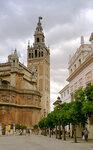 Башня Хиральда в Севилье. На нее муэдзин забирался на лошади