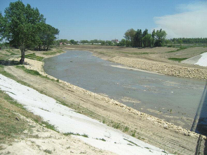река Адагум в Крымске, 10 месяцев после наводнения
