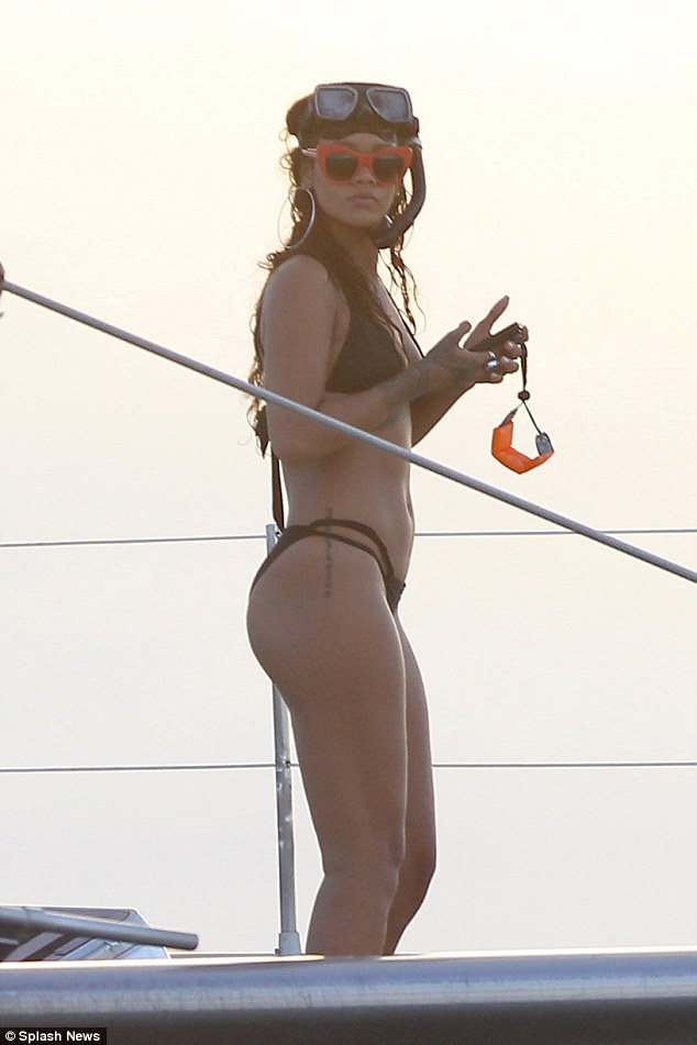 rihanna-leaked-photo-nude-and-jerry-games