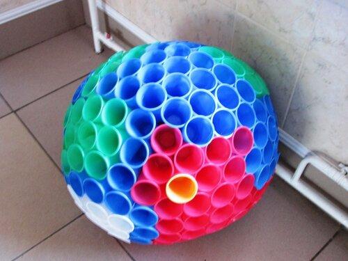 Это большой шар (типа, Земля) сделан из