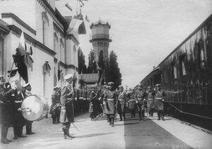Встреча императора Николая II с войсками , направляющимися на фронт.