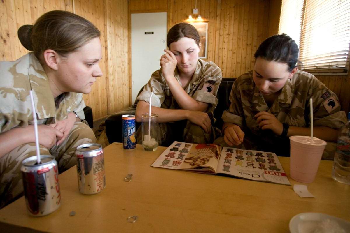 Очень грозная сила: Девушки в армейской униформе (9)