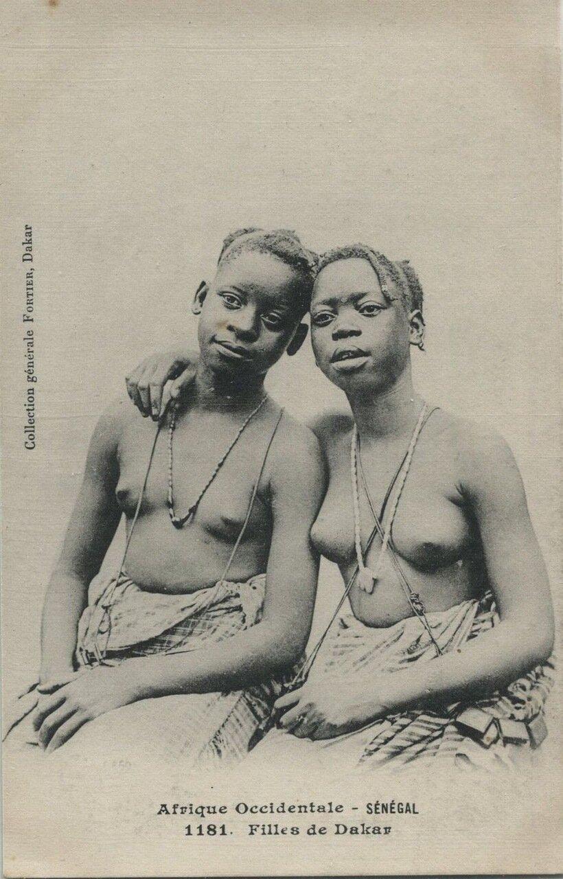 1181. Сенегал. Девушки из Дакара
