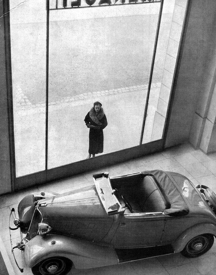 1934.Торговый зал Рено, Елисейские поля