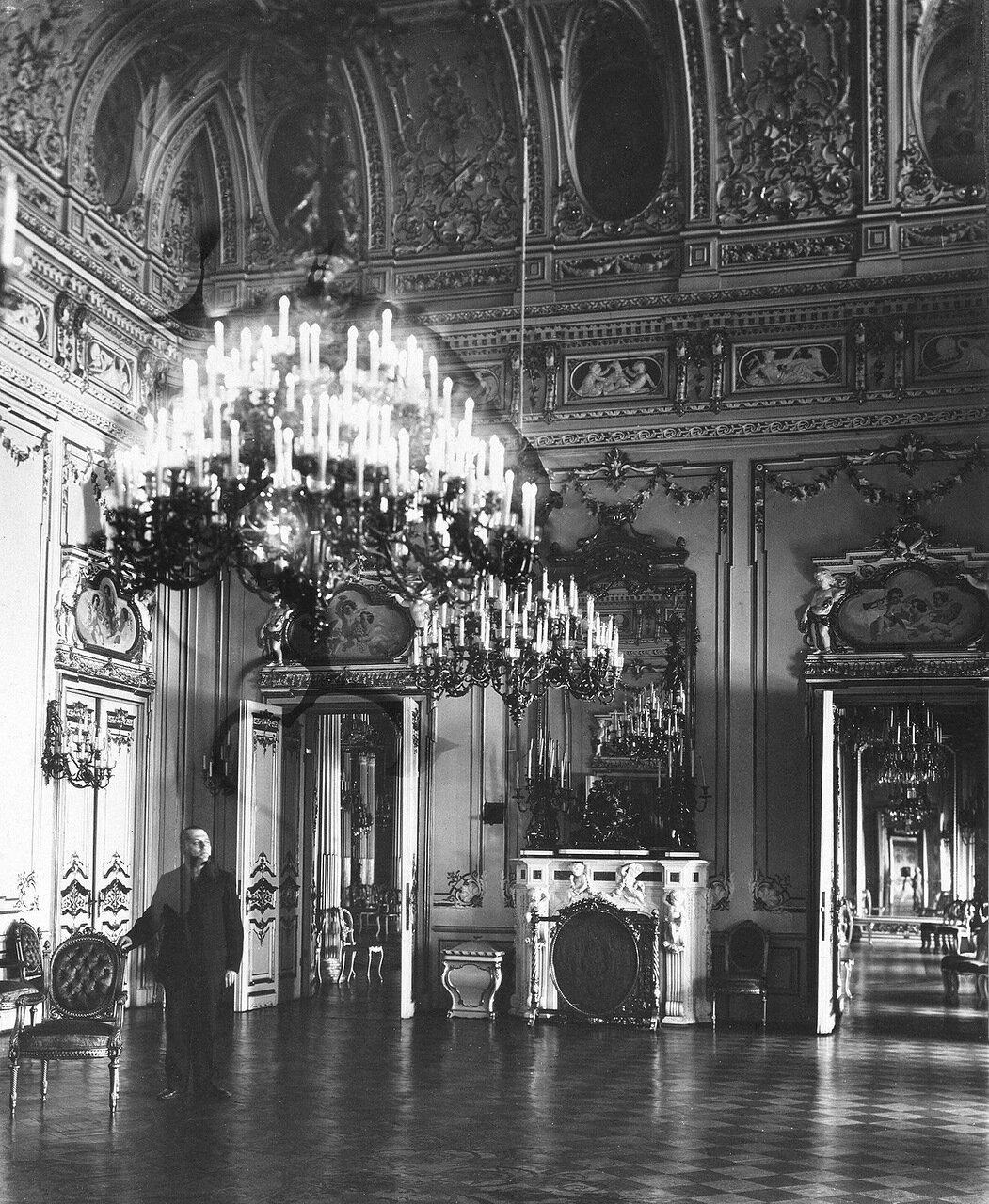 Желтая гостиная (современное название - Зеленый зал) в Ново-Михайловском дворце.1909