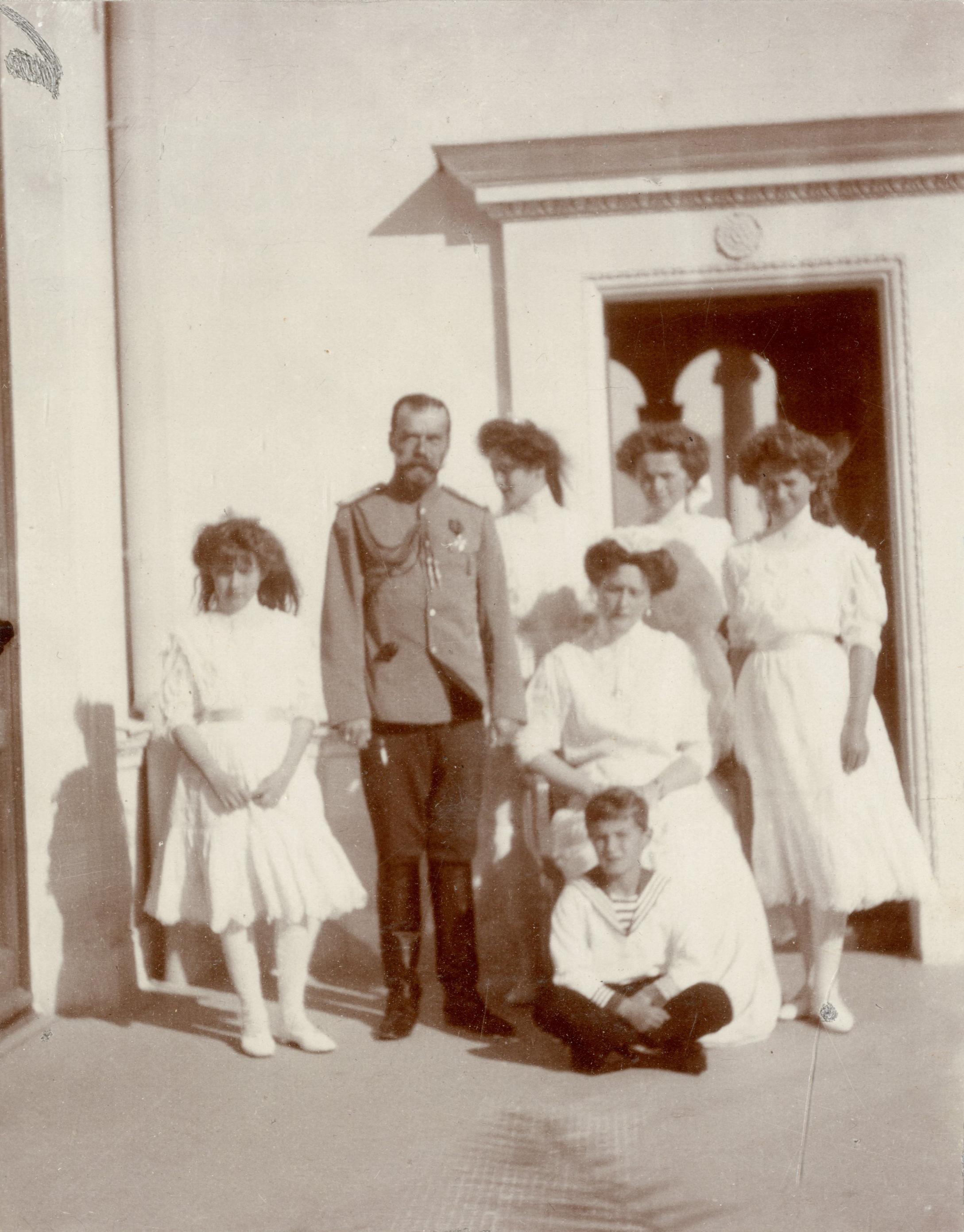 семья николая в ливадии магазины