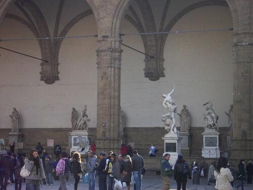 Ложа Ланци на площади Синьории во Флоренции