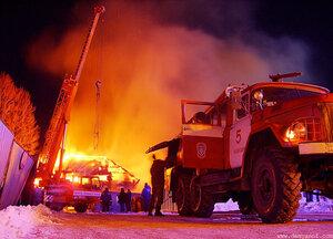 Пожар в центре город, ночь, огонь, Чебоксары
