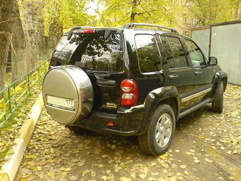 Максим радуется от обладания Jeep Cherokee