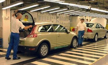 Volvo сокращает производство на 17%