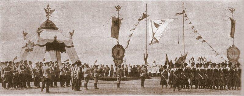 Торжества празднования 300-летия Дома Романовых в Костроме. Парад войскам после закладки памятника.