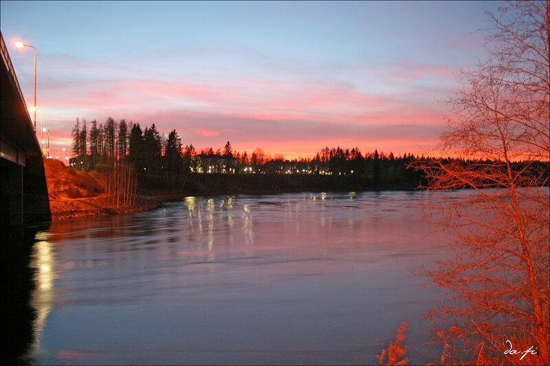 Закат на реке.