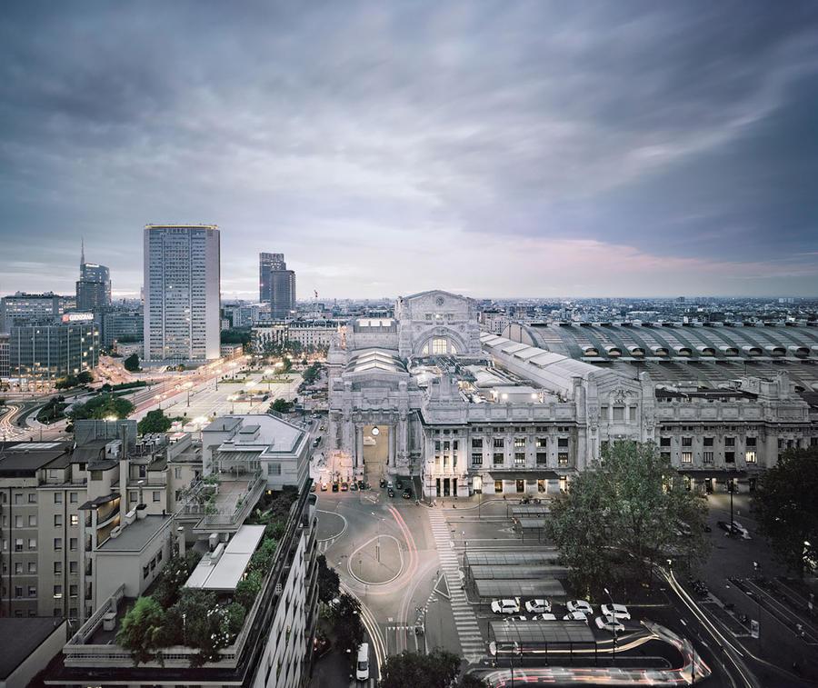 7. Вокзал Stazione di Milano Centrale в Милане, Италия Главный железнодорожный вокзал Милана был отк