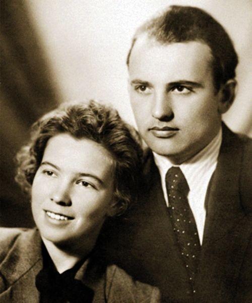 10. Левон (пианист, композитор, актёр и телеведущий) и Софья Оганезовы
