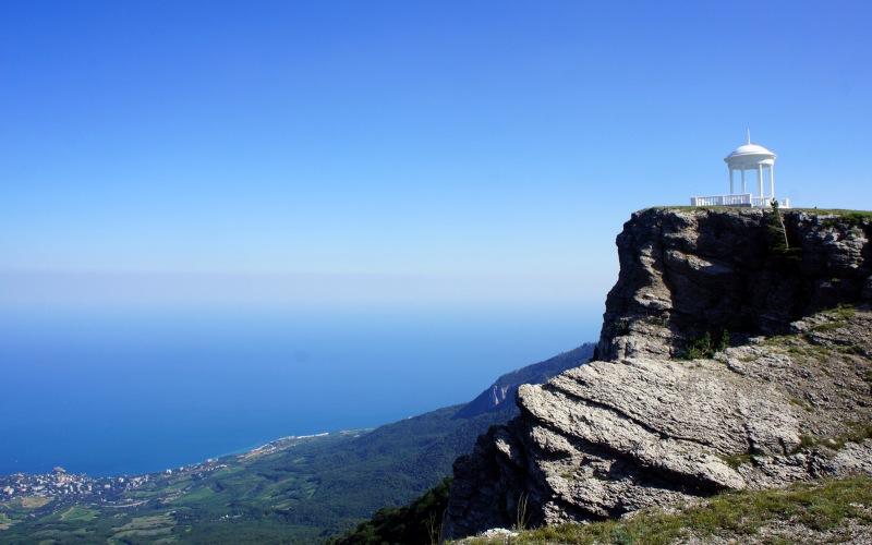 Беседка ветров На вершине Шаган-Кая на высоте 1450 метров расположена каменная беседка, построенная