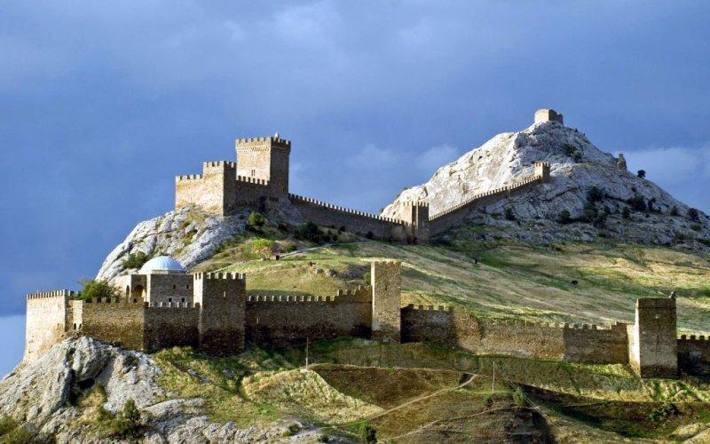Генуэзская крепость в Судаке В те времена, когда побережье Крыма от Боспора до Херсонеса принадлежал