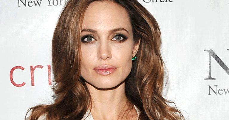 5-е — выдающиеся скулы Анджелины Джоли.