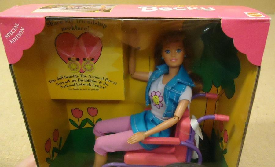 8. Бэки Это первая Барби, представленная в инвалидном кресле. Вот только производители забыли предус
