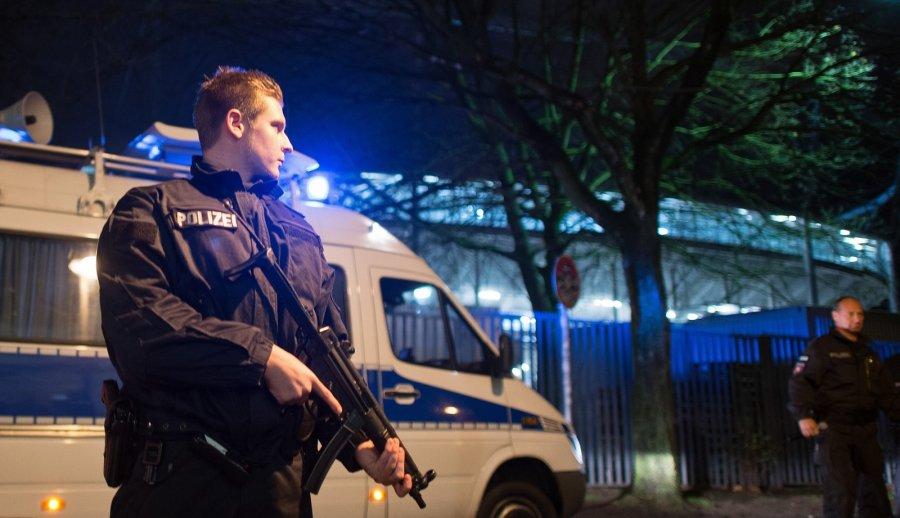 Милиция Берлина застрелила мигранта, напавшего насоседа задомогательства квосьмилетней дочери