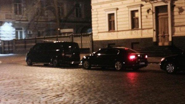 Кортеж Президента ночью приехал вСБУ