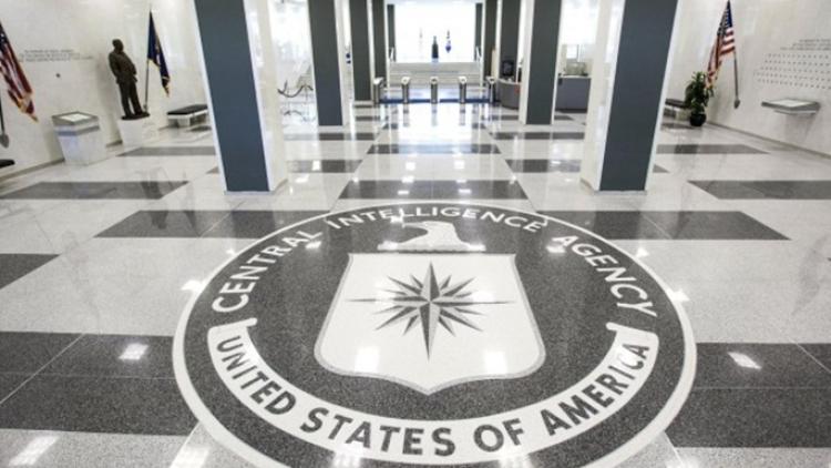 Накону США: руководитель ЦРУ предупредил Трампа заоправдание РФ