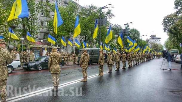 Путин вышел вколонне «Бессмертного полка»