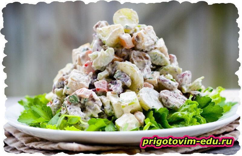 Салат с курицей и яблоками «Сувенир»