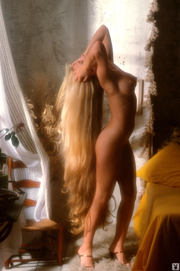 порно блондинка с длинными волосами достаю