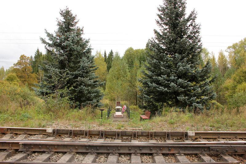 Памятник крушению поезда №4 на восточных стрелках станции Подсосенка, совсем крупно