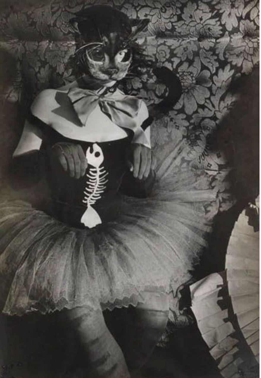 1930-е. Женщина в маске кошки
